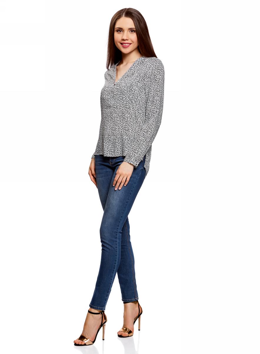 Блузка женская oodji Ultra, цвет: черный, белый, цветы. 11411049-1/24681/2910F. Размер 38-170 (44-170)11411049-1/24681/2910FСтильная женская блузка, выполненная из 100% вискозы, отлично дополнит ваш гардероб. Модель с длинными рукавами и V-образным вырезом горловины застегивается сверху на пуговицы. Блузка дополнена нагрудными карманами.