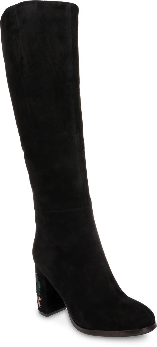 Сапоги женские Graciana, цвет: черный. T5136-17-1BM. Размер 39T5136-17-1BMМодные женские сапоги от Graciana выполнены из натуральной замши. Подкладка из байки и натурального меха, и стелька из натурального меха не дадут ногам замерзнуть. Застегивается модель на боковую застежку-молнию. Высокий каблук, оформленный вышивкой в виде цветка и украшенный стразами, невероятно устойчив. Подошва и каблук дополнены рифлением.