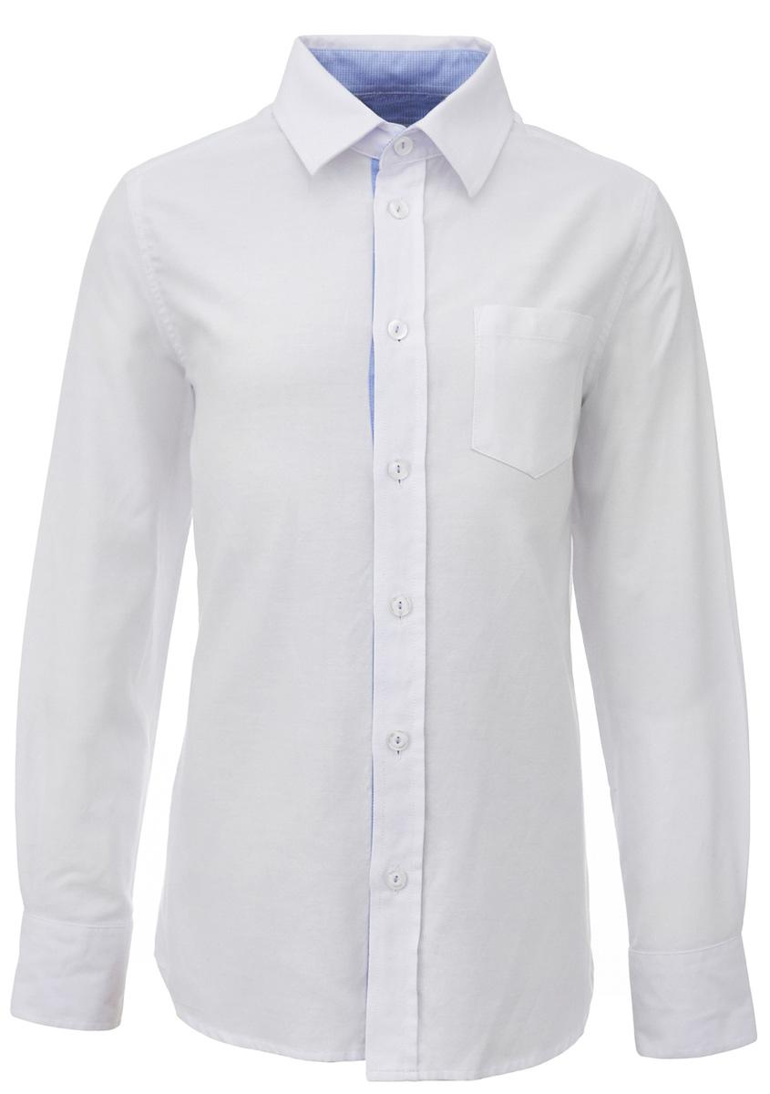 Рубашка для мальчика Gulliver, цвет: белый. 217GSBC2314. Размер 170217GSBC2314Строгая, лаконичная, элегантная рубашка для школы от Gulliverнастроит на серьезный и ответственный подход к делу. Хороший состав, качество и текстура ткани, модный силуэт, актуальная форма воротника делают рубашку отличным решением на каждый день, позволяющим ребенку чувствовать себя уверенно и достойно. Деликатная отделка: контрастная внутренняя планка и стойка, фирменная вышивка на манжете придают модели индивидуальные черты, не нарушая школьного дресс-кода. Купить рубашку стоит вместе с темным или ярким галстуком для создания завершенного образа ученика.