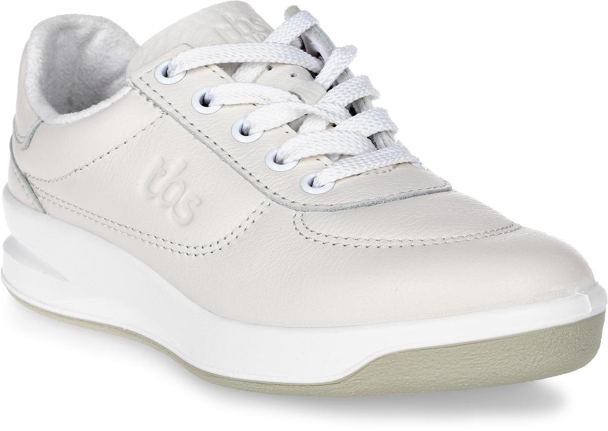 Кроссовки женские TBS Brandy, цвет: белый. BRANDY-B7A07. Размер 39 (38)BRANDY-B7A07Стильные женские кроссовки Brandy от TBS - это легкость и свобода движения каждый день! Функциональные, практичные, удобные, они подходят для городской жизни и активного отдыха. Дизайн обуви позволяет носить ее под одежду любого стиля. Модель выполнена из натуральной кожи и оформлена фирменным тиснением сбоку, декоративной прострочкой и перфорацией в области пятки. Внутренняя отделка и стелька исполнены из мягкого текстильного материала. Шнуровка надежно фиксирует изделие на ноге. Резиновая подошва с рельефной поверхностью обеспечивает идеальное сцепление. В таких кроссовках вы всегда будете выглядеть модно и стильно.