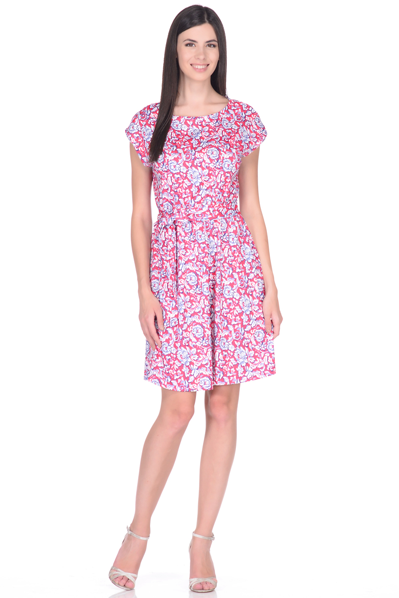 Платье EseMos, цвет: розовый, белый, синий. 102. Размер 48102Легкое платье EseMos изготовлено из струящегося материала в изысканной современной расцветке. Женственный силуэт без рукавов, изящно присобран по талии на мягкую резиночку, образуя красивую драпировку. Талию подчеркивает пояс-завязка, придает изюминку, делая образ совершенным. Модель превосходно садится по фигуре, скрывая возможные несовершенства, подчеркивает достоинства, дарит ощущения легкости и комфорта.