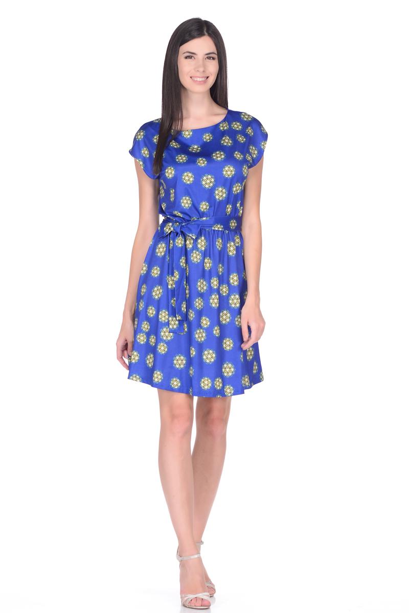 Платье EseMos, цвет: синий, зеленый. 102. Размер 48102Легкое платье EseMos изготовлено из струящегося материала в изысканной современной расцветке. Женственный силуэт без рукавов, изящно присобран по талии на мягкую резиночку, образуя красивую драпировку. Талию подчеркивает пояс-завязка, придает изюминку, делая образ совершенным. Модель превосходно садится по фигуре, скрывая возможные несовершенства, подчеркивает достоинства, дарит ощущения легкости и комфорта.