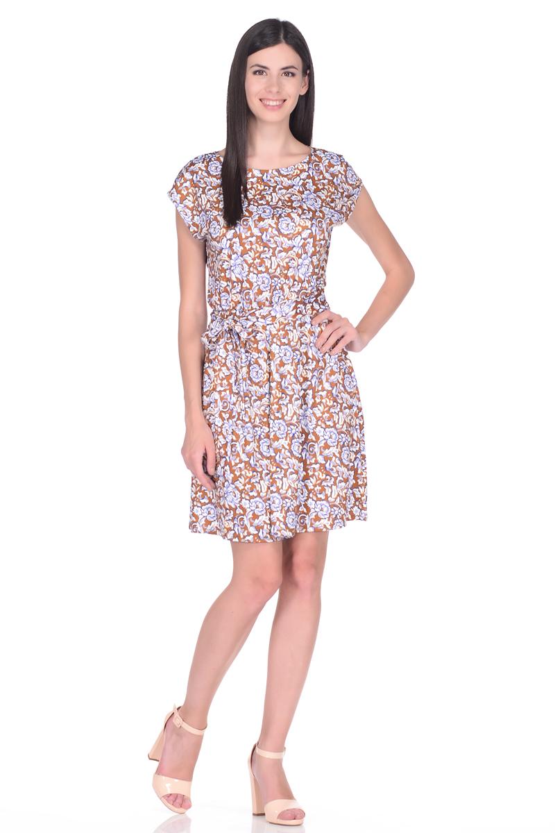 Платье EseMos, цвет: светло-коричневый, молочный, синий. 102. Размер 48102Легкое платье EseMos изготовлено из струящегося материала в изысканной современной расцветке. Женственный силуэт без рукавов, изящно присобран по талии на мягкую резиночку, образуя красивую драпировку. Талию подчеркивает пояс-завязка, придает изюминку, делая образ совершенным. Модель превосходно садится по фигуре, скрывая возможные несовершенства, подчеркивает достоинства, дарит ощущения легкости и комфорта.