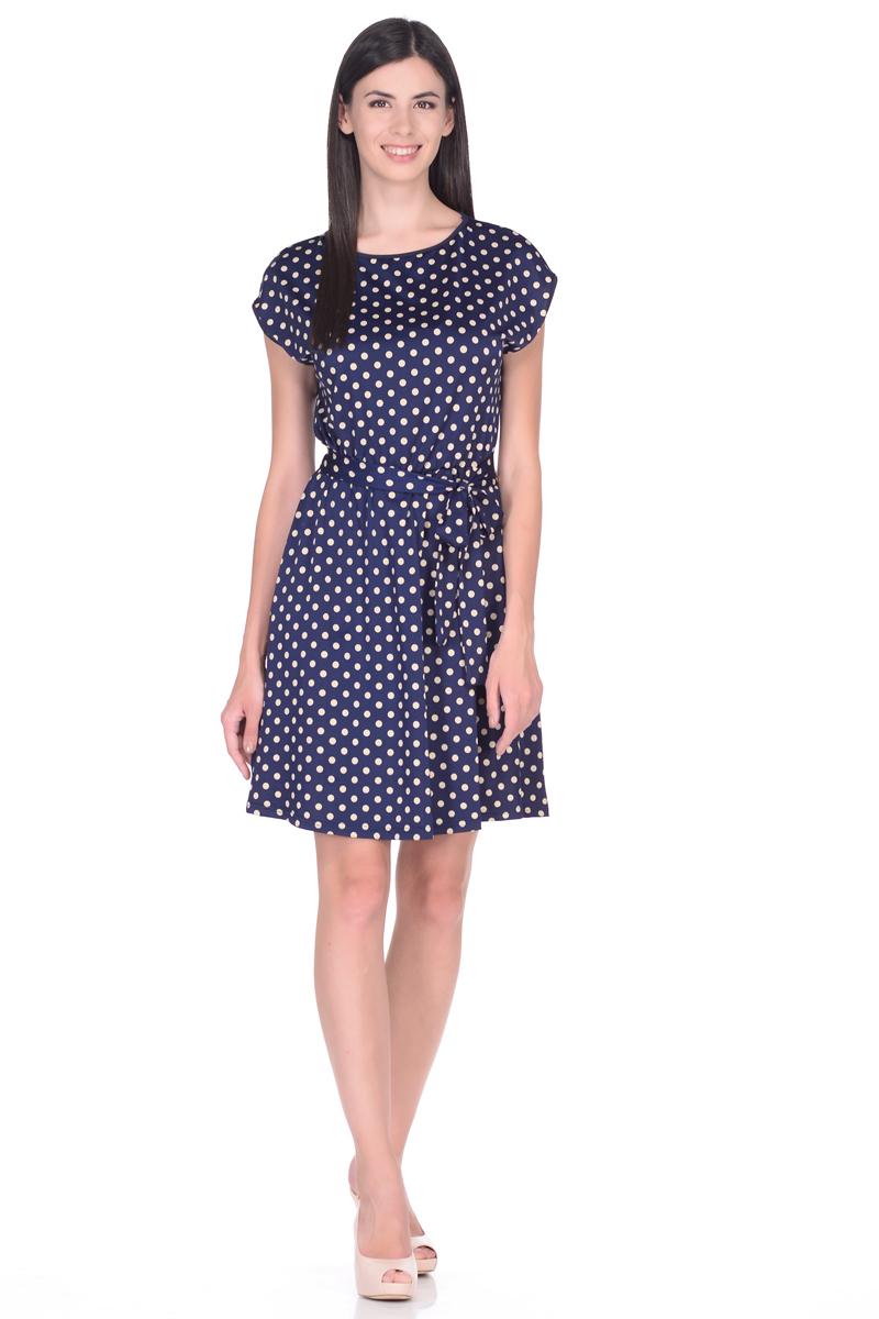 Платье EseMos, цвет: темно-синий, светло-бежевый. 113. Размер 46113Легкое платье EseMos изготовлено из приятного струящегося материала в привлекательной расцветке. Женственный силуэт без рукавов изящно присобран по талии на мягкую резинку, образуя плавные ниспадающие складки по юбке-мини. Талию подчеркивает пояс-завязка, придает изюминку, делая образ совершенным. Модель превосходно садится по фигуре, скрывая возможные несовершенства, подчеркивает достоинства, дарит ощущения легкости и комфорта.