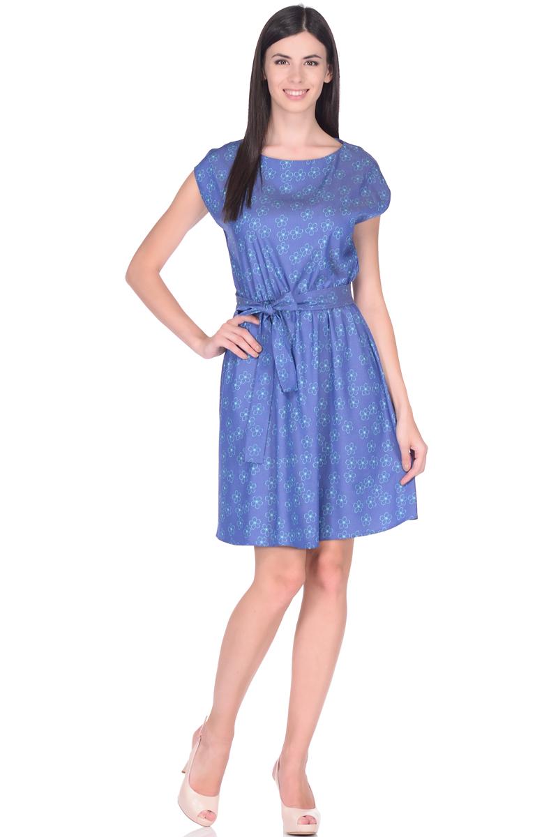 Платье EseMos, цвет: синий, бирюзовый. 113/2. Размер 50113/2Платье EseMos выполнено из хлопковой ткани в привлекательной расцветке. Женственный силуэт без рукавов, изящно присобран по талии на мягкую резиночку, образуя плавные ниспадающие складочки по юбке. Талию подчеркивает пояс-завязка, придает изюминку. Модель превосходно садится по фигуре, скрывая возможные несовершенства, подчеркивает достоинства, дарит ощущения легкости и комфорта.