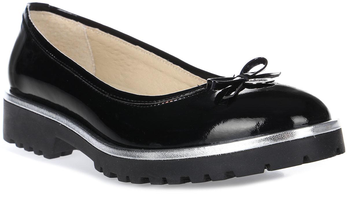 Туфли женские Emanuele Gelmetti, цвет: черный. 17PD02-1. Размер 3717PD02-1Модные женские туфли от Emanuele Gelmetti выполнены из натуральной кожи. Мыс украшен бантиком. Внутренняя поверхность и стелька из натуральной кожи гарантируют комфорт. Подошва и невысокий каблук дополнены рифлением.