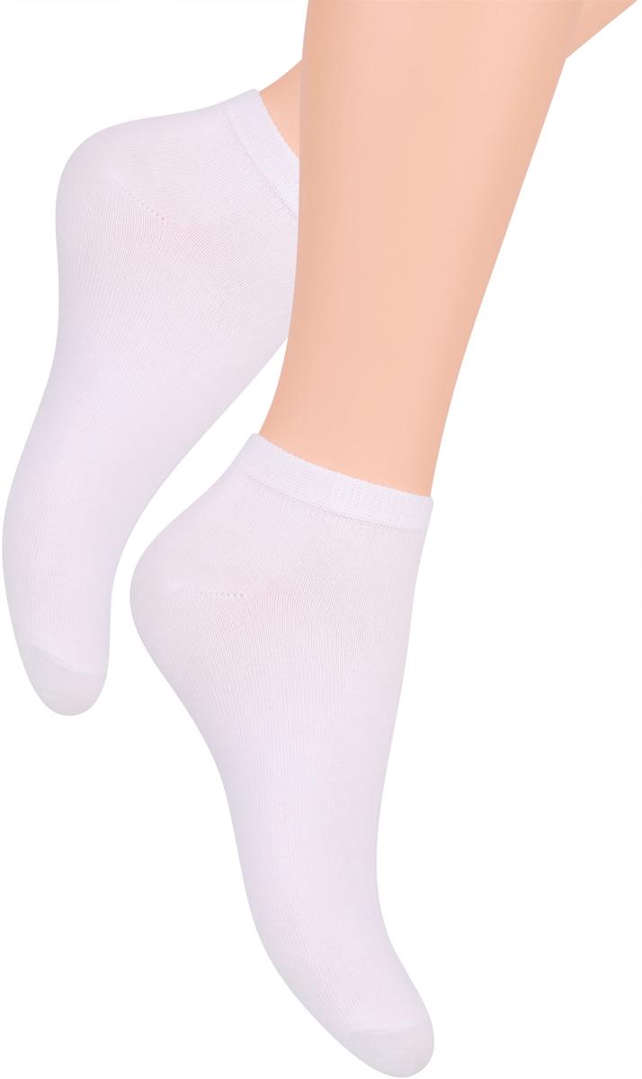 Носки женские Steven, цвет: белый. 052 (UX01). Размер 35/37052 (WX01)/052 (UX01)Носки Steven изготовлены из качественного материала на основе хлопка. Укороченная модель имеет мягкую эластичную резинку. Носки хорошо держат форму и обладают повышенной воздухопроницаемостью.