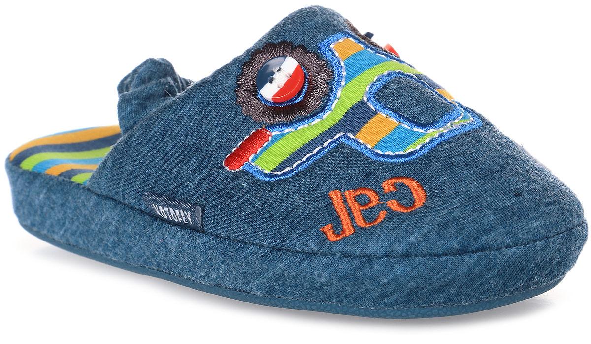 Тапки для мальчика Котофей, цвет: синий. 331027-11. Размер 24331027-11Домашние тапки с закрытым носком для мальчика от Котофей выполнены из текстиля. Верх украшен декоративной нашивкой. Подкладка и стелька выполнены из текстиля. Тапки дополнены резинкой, обтянутой текстилем, для надежной фиксации модели на ноге. Подошва дополнена рифлением.