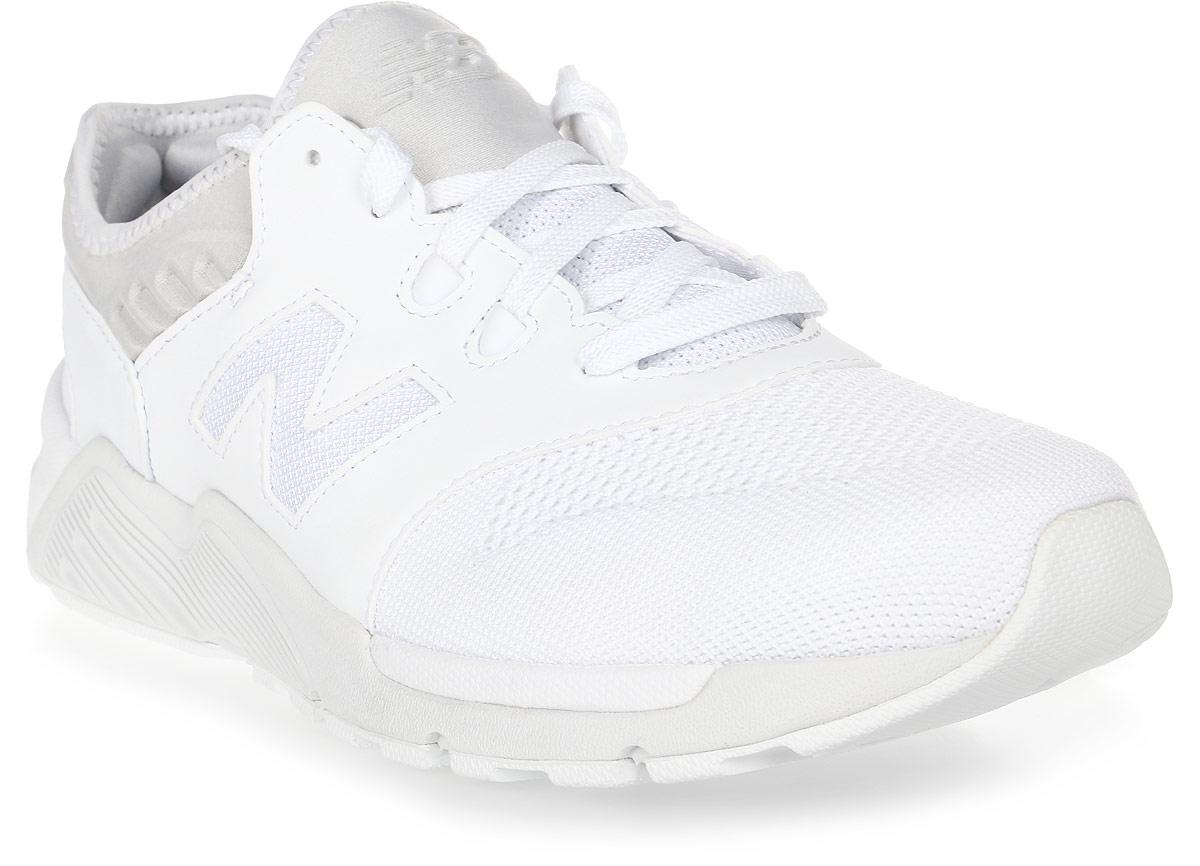 Кроссовки мужские New Balance 009, цвет: белый. ML009DMB/D. Размер 8,5 (42)ML009DMB/DСтильные мужские кроссовки от New Balance 009 станут отличным выбором для людей, которые всегда стремятся быть в тренде. Верх модели выполнен из текстиля. По бокам обувь оформлена декоративными элементами в виде фирменного логотипа бренда, на язычке - фирменной нашивкой. Классическая шнуровка надежно зафиксирует изделие на ноге. Подкладка и стелька, изготовленные из текстиля, гарантируют уют и предотвращают натирание. Удобные кроссовки займут достойное место среди коллекции вашей обуви.
