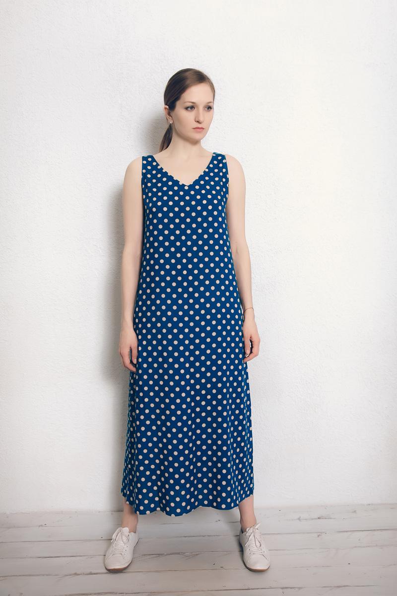 Платье домашнее Marusя Валентино, цвет: темно-голубой, горох. 171229. Размер 44171229Домашнее платье Marusя изготовлено из натурального вискозного материала. Изделие длины макси свободного кроя без рукавов.