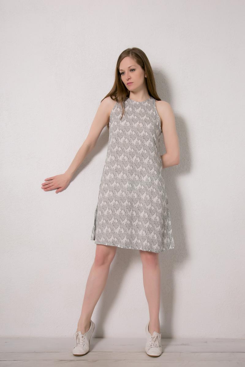 Платье домашнее Marusя, цвет: белый. 171228. Размер 46171228Домашнее платье Marusя изготовлено из натурального вискозного материала. Изделие длины миди свободного кроя без рукавов.