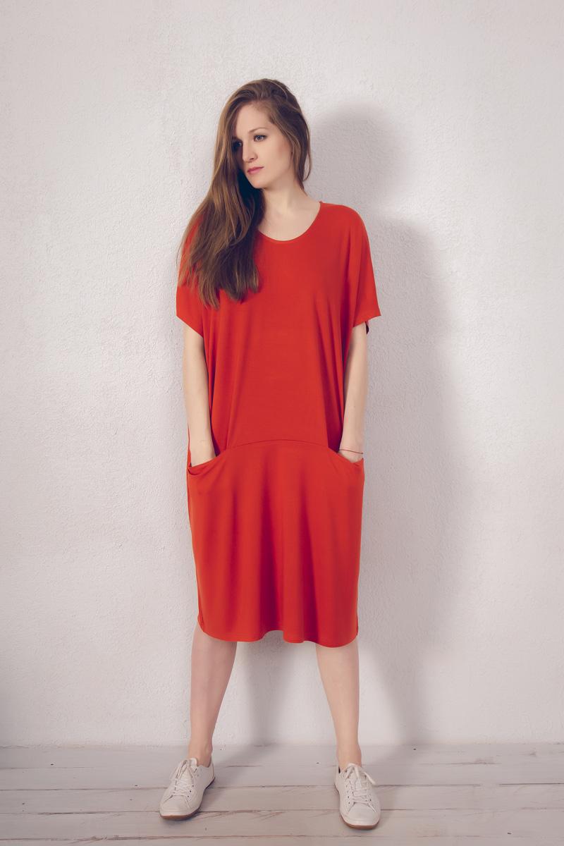 Платье домашнее Marusя, цвет: кирпичный. 171222. Размер 48/50171222Домашнее платье Marusя изготовлено из натурального вискозного материала. Изделие средней длины свободного кроя с короткими рукавами. Модель дополнена карманами.