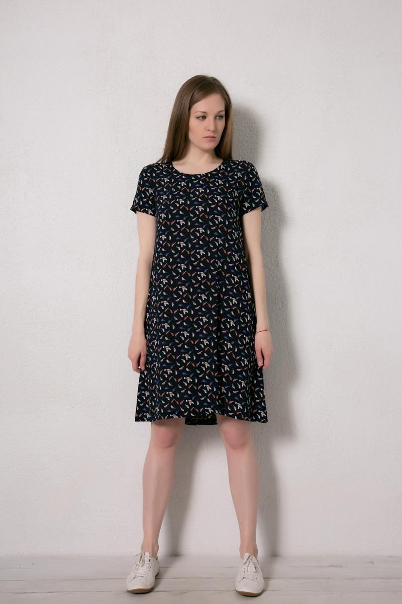 Платье домашнее Marusя, цвет: темно-синий, птицы. 171226. Размер 50171226Домашнее платье Marusя изготовлено из натурального вискозного материала. Изделие длины миди свободного кроя с короткими рукавами.