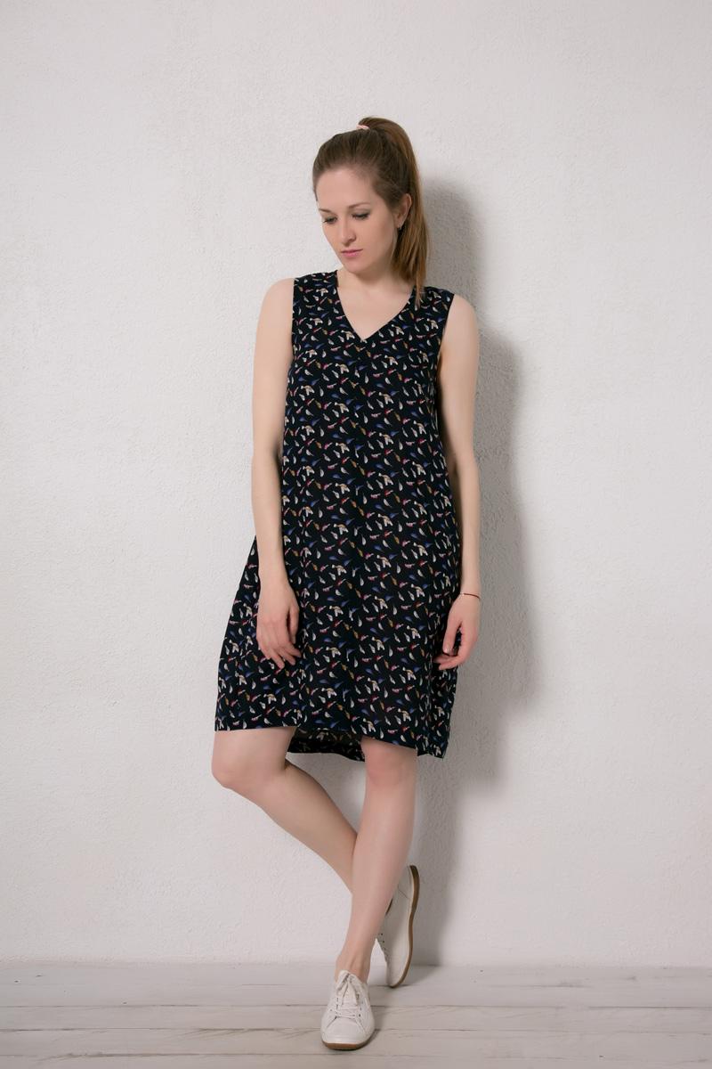 Платье домашнее Marusя, цвет: темно-синий, птицы. 171227. Размер 50171227Домашнее платье Marusя изготовлено из натурального вискозного материала. Изделие длины миди свободного кроя без рукавов.