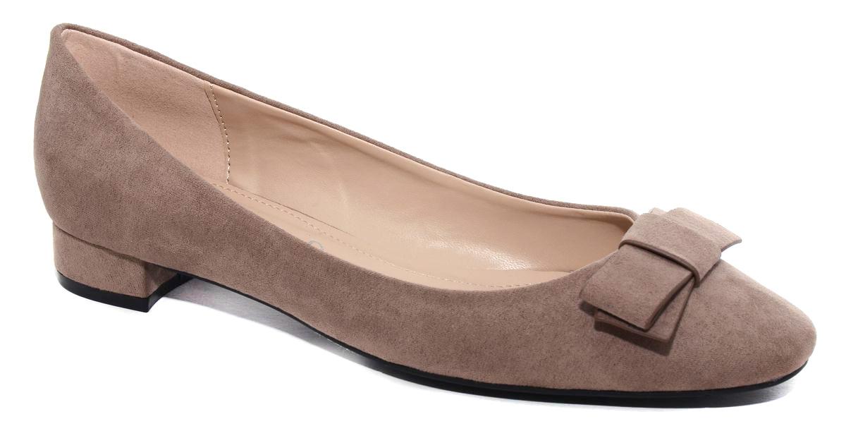 Туфли женские Milton, цвет: бежевый. 41005. Размер 3841005Стильные женские туфли от Milton на низком квадратном каблуке выполнены из искусственной замши. На подъеме модель оформлена декоративным бантиком. Подошва изготовлена из термопластичного полимера.
