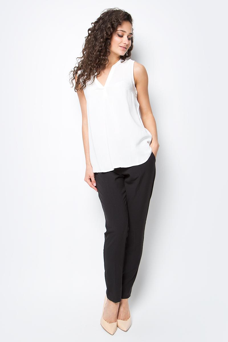 Блузка женская Tom Tailor, цвет: белый. 2032920.09.71_8005. Размер M (46)2032920.09.71_8005Женская блузка Tom Tailor выполнена из вискозы. Модель без рукавов и с V-образным вырезом горловины.