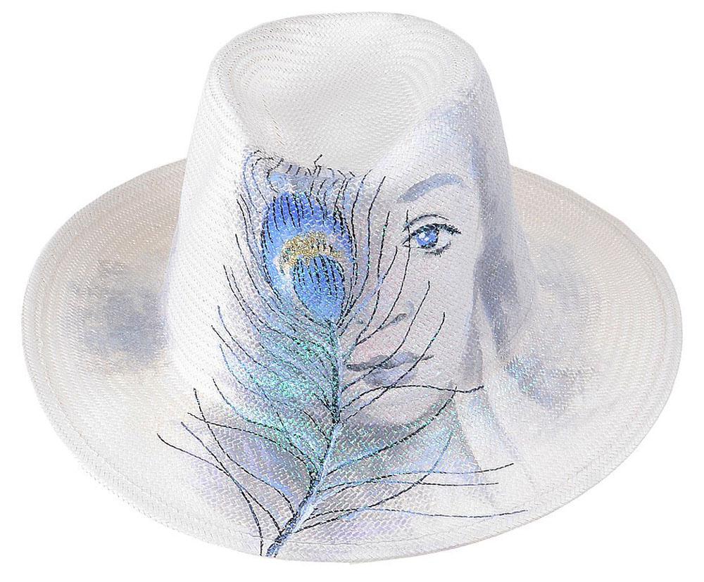 Шляпа женская Dispacci, цвет: белый. 51968. Размер 56/5851968Шляпа Dispacci украсит любой наряд. Шляпа оформлена принтовым рисунком. Благодаря своей форме, модель удобно садится по голове и подойдет к любому стилю. Такая шляпка подчеркнет вашу неповторимость и дополнит ваш повседневный образ.
