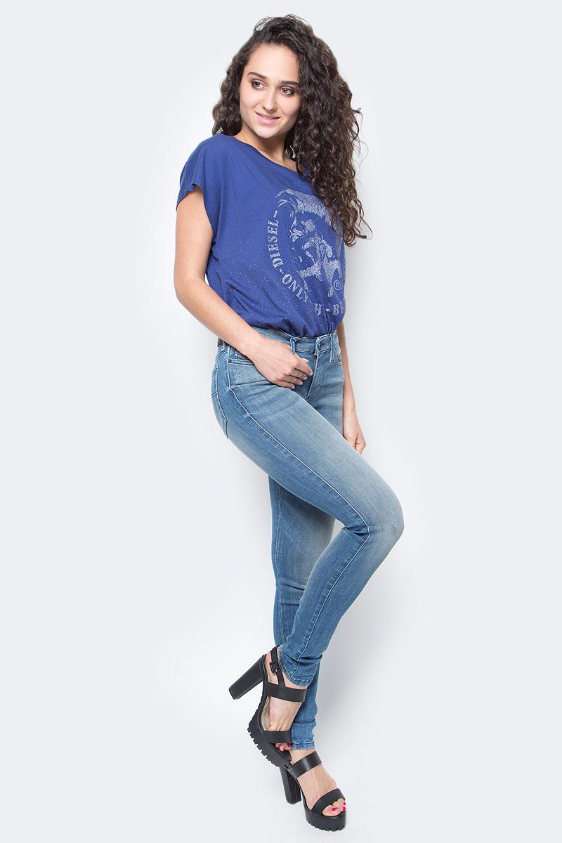 Джинсы женские Diesel, цвет: синий. 00S142-0679W/01. Размер 28-32 (46-32)00S142-0679W/01Стильные женские джинсы Diesel - это стрейчевые джинсы высочайшего качества на каждый день, которые прекрасно сидят. Модель изготовлена из хлопка и полиэстера с добавлением эластана, имеет силуэт skinny и стандартную талию. Застегиваются джинсы на пуговицу в поясе и ширинку на молнии, на поясе также имеются шлевки для ремня. Спереди модель дополнена двумя втачными карманами и небольшим накладным кармашком, а сзади - двумя накладными карманами. Изделие оформлено потертостями.Эти модные и в то же время комфортные джинсы послужат отличным дополнением к вашему гардеробу.