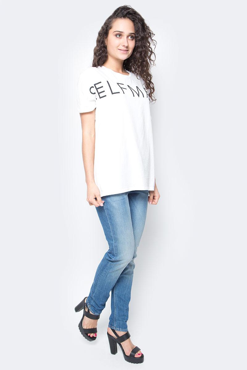 Футболка женская Lee, цвет: молочный. L42KAIHA. Размер M (44)L42KAIHAМодная женская футболка Lee, выполненная из натурального хлопка, обладает высокой теплопроводностью, воздухопроницаемостью и гигроскопичностью, позволяет коже дышать.Модель с короткими рукавами и круглым вырезом горловины - идеальный вариант для создания стильного образа. Края рукавов дополнены декоративными отворотами. Оформлено изделие оригинальной термоаппликацией в виде надписи Selfmade. Такая модель подарит вам комфорт в течение всего дня и послужит замечательным дополнением к вашему гардеробу.