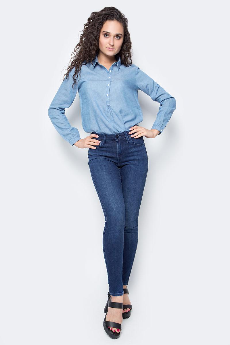 Джинсы женские Lee Jodee, цвет: темно-синий. L529HAFN. Размер 26-31 (42-31)L529HAFNСтильные женские джинсы Lee Jodee выполнены из хлопка с добавлением полиэстера и эластана. Материал мягкий и приятный на ощупь, не сковывает движения и позволяет коже дышать.Джинсы-скинни средней посадки застегиваются на пуговицу в поясе и ширинку на застежке-молнии. На поясе предусмотрены шлевки для ремня. Спереди модель оформлена двумя втачными карманами и одним маленьким накладным кармашком, а сзади - двумя накладными карманами. Модель оформлена эффектом потертости и перманентными складками.