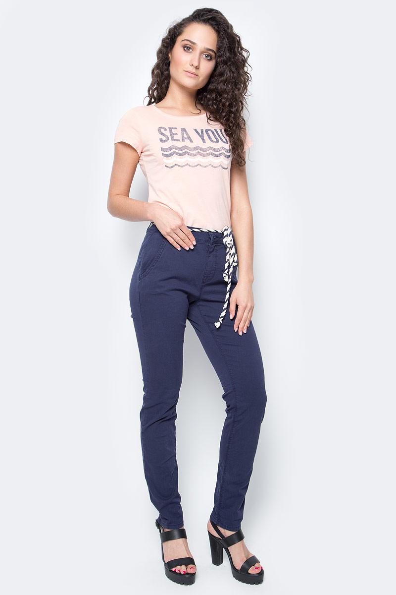 Брюки женские Tom Tailor, цвет: темно-синий. 6404885.09.71_6593. Размер M (46)6404885.09.71_6593Женские брюки Tom Tailor, стилизованные под джинсы, изготовлены из эластичного хлопка. Брюки на талии застегиваются на пуговицу, так же предусмотрена ширинка за застежке-молнии. Модель на талии дополнена шлевками для ремня и оригинальным пояском. По бокам имеются два втачных кармана, а сзади - два прорезных кармана.Такие брюки великолепно дополнят базовый гардероб современной и уверенной в себе девушки.