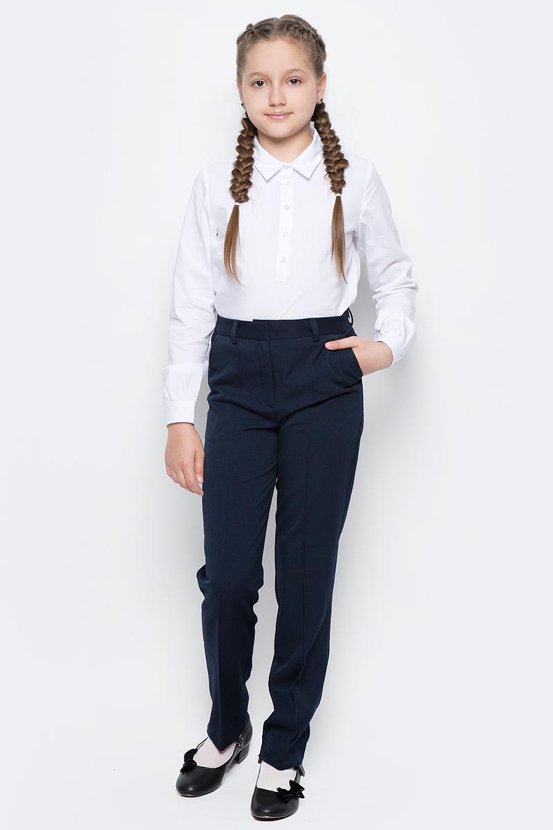 Брюки для девочки Button Blue, цвет: темно-синий. 217BBGS56021000. Размер 128, 8 лет217BBGS56021000Какие брюки для девочки станут основой школьного гардероба? Те, кто уже носил брюки из плотного трикотажа знают: трикотажные школьные брюки - это элегантность, удобство и свобода движений. Купить синие школьные брюки от Button Blue, значит, обеспечить ребенку повседневный комфорт.