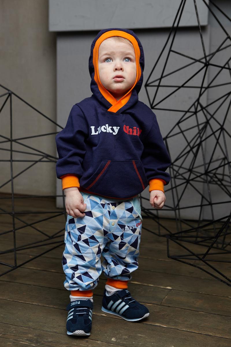 Кофта для мальчика Lucky Child, цвет: синий. 32-33ф. Размер 74/8032-33фЭта кофточка из тёплого и мягкого футера отлично подойдёт для прогулок в прохладный день. У неё большой капюшон и расширенная горловина для удобства одевания. Спереди модель дополнена накладным карманом с пунктирной строчкой и надписью бренда.