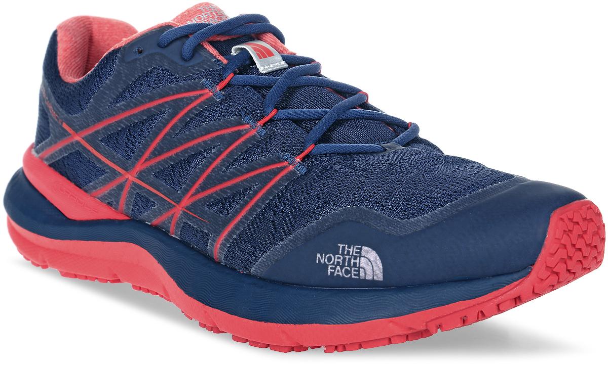 Кроссовки мужские The North Face M Ultra Cardiac Ii, цвет: синий, красный. T92VUVTGZ. Размер 8H (41)T92VUVTGZЛегкие, но технологичные кроссовки для комфортного бега по наиболее пересеченной местности с дышащим верхом из ткани FlashDry™ и подошвой Vibram®. Подошва Vibram® по всей длине обеспечивает наилучшее сцепление с поверхностью и баланс, а верхний сетчатый слой Ultra Airmesh будет держать стопу в максимально комфортном состоянии при длительных пробежках.