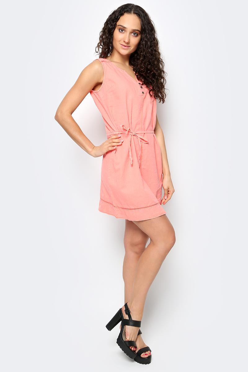 Платье Luhta, цвет: розовый. 737338395LV. Размер 32 (40)737338395LVСтильное платье от Luhta выполнено из хлопка и льна. Модель с круглым вырезом горловины дополнено поясом на талии. Спереди модель дополнена V-образным вырезом и застежками-пуговицами.