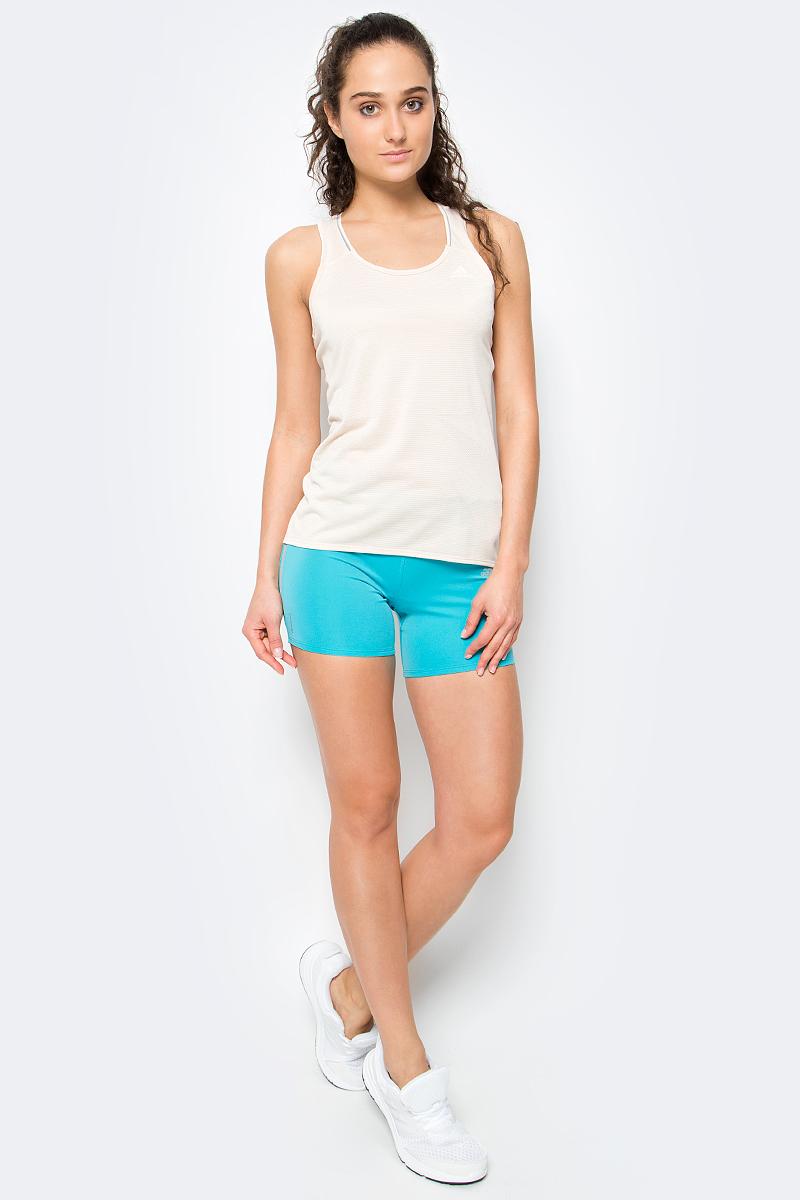 Майка женская Adidas Sn Tnk W, цвет: бежевый. S97953. Размер XS (40/42)S97953Спортивная женская майка Майка женская Sn Tnk W для энергичных тренировок, где требуется максимальная свобода движений. Модель из ткани с технологией climalite эффективно отводит излишки влаги, сохраняя свежесть. Майка имеет приталенный крой, широкие лямки, глубокий круглый ворот, обрамленный светоотражающими полосами и логотип adidas вверху слева.