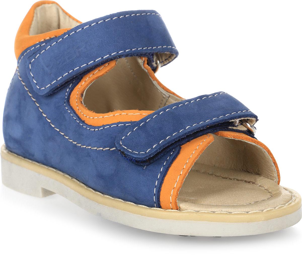 Сандалии для мальчика Зебра, цвет: синий. 10464-5. Размер 2110464-5Сандалии от Зебра выполнены из натуральной кожи. Внутренняя поверхность и стелька из натуральной кожи комфортны при ходьбе. Стелька дополнена супинатором, который обеспечивает правильное положение ноги ребенка при ходьбе и предотвращает плоскостопие. Ремешок с застежкой-липучкой позволяет прочно зафиксировать ножку ребенка. Ортопедический каблук Томаса укрепляет подошву под средней частью стопы и препятствует ее заваливанию внутрь.