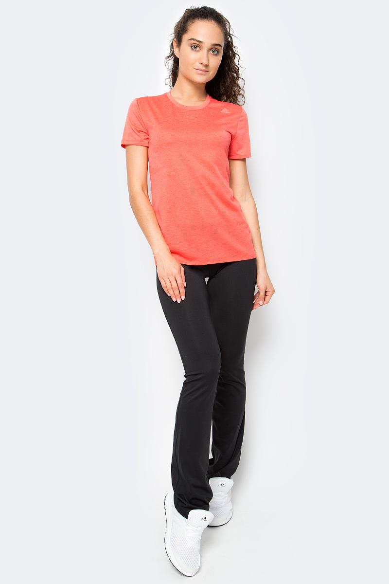 Футболка женская Adidas Sn Ss Tee W, цвет: коралловый. S97958. Размер XL (52/54)S97958Футболка для бега Supernova. Беговая футболка, которая отводит влагу и быстро сохнет. Комфортный бег в теплую погоду возможен в этой футболке. Дышащий материал с технологией climalite превосходно отводит излишки влаги от кожи. Модель украшена жаккардовым узором и светоотражающими деталями на лицевой стороне. Ткань с технологией climalite быстро и эффективно отводит влагу с поверхности кожи, поддерживая комфортный микроклимат. Круглый ворот. Внутренний шов ворота обработан тесьмой с принтом. Светоотражающие детали. Классический крой.