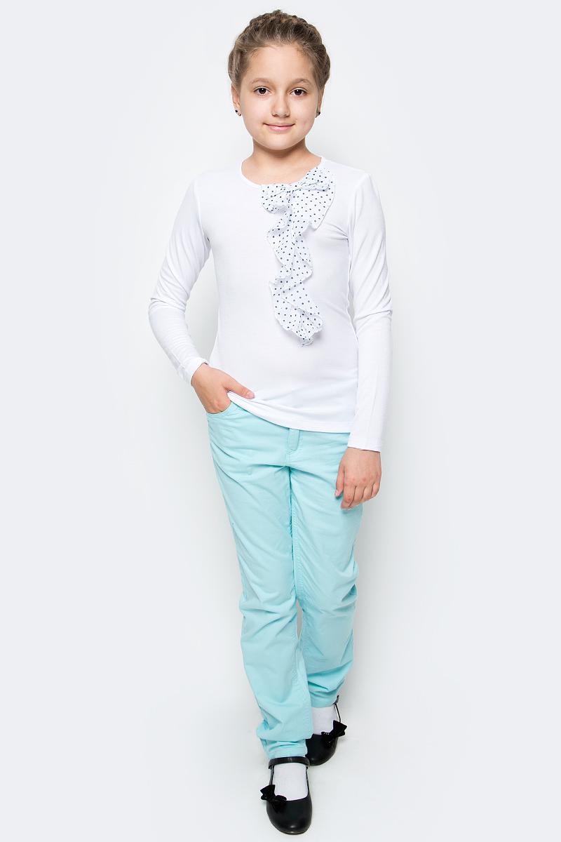 Блузка для девочки Gulliver, цвет: белый. 217GSGC1205. Размер 140217GSGC1205В преддверии учебного сезона, купить школьную блузку для девочки необходимо! Модные школьные блузки от Gulliver будут пользоваться заслуженным спросом, так как они - важная составляющая элегантного школьного гардероба. Школьная блузка с красивым воланом из мягкого пластичного трикотажа - достойная альтернатива текстильной блузке! Она имеет прекрасный внешний вид и соответствует школьному дресс-коду, но более комфортна, не стесняет движений, позволяя девочке быть самой собой. Школьная белая блузка для девочек от Gulliver сделает образ ребенка романтичным, элегантным, изысканным.