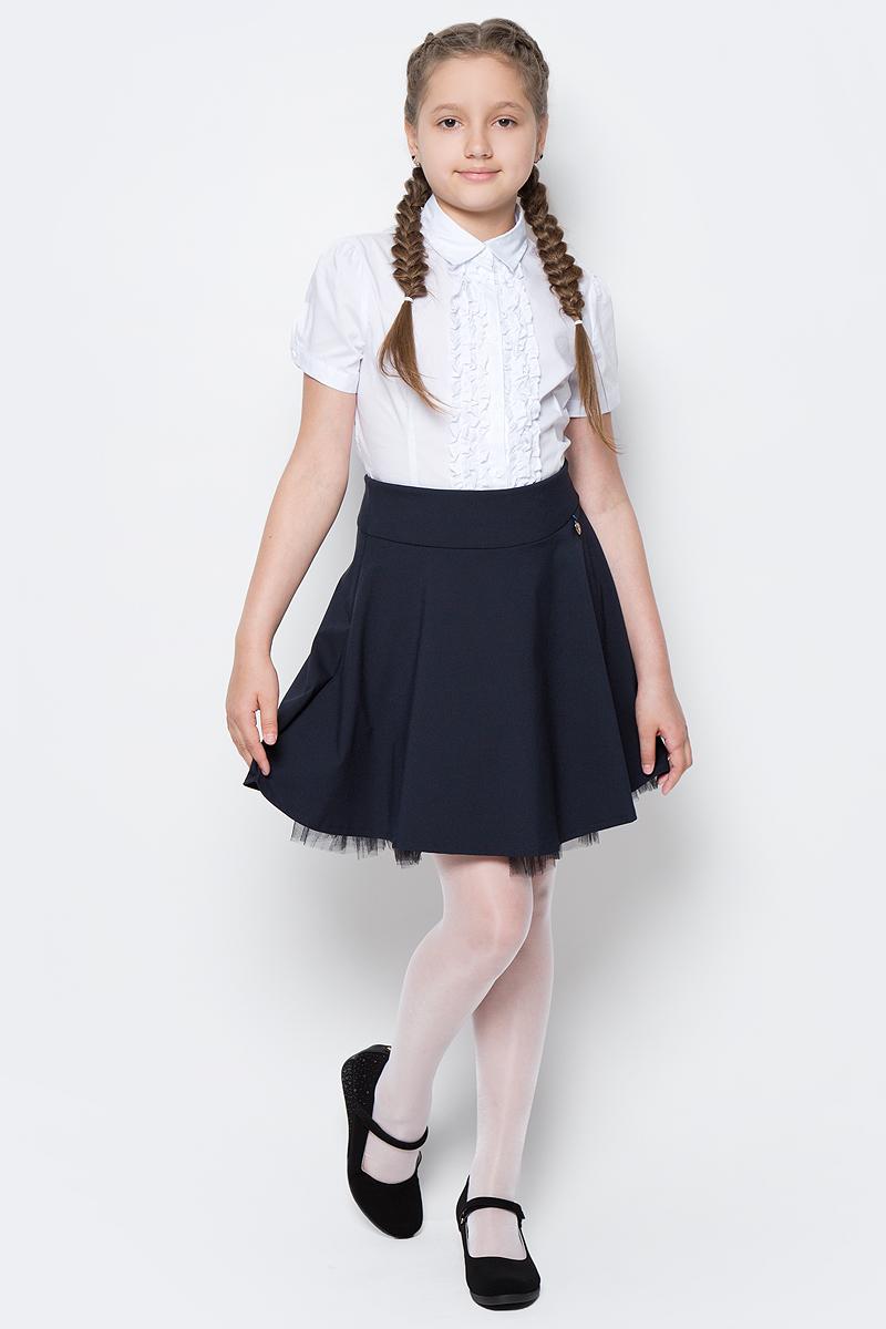 Блузка для девочки Button Blue, цвет: белый. 217BBGS22060200. Размер 140, 10 лет217BBGS22060200Блузки для школы купить не сложно, но выбрать модель, сочетающую прекрасный состав, элегантный дизайн, привлекательную цену, не так уж и легко. Купить красивую школьную блузку для девочки недорого возможно, если это блузка от Button Blue! Не откладывайте покупку! Нарядная школьная блузка с коротким рукавом понадобится 1 сентября как никогда, придав образу торжественность и элегантность. Блузка изготовлена из качественной смесовой ткани. Модель с отложным воротником застегивается на пуговицы.