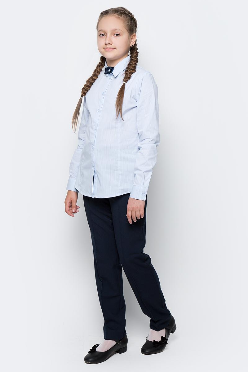 Блузка для девочки Button Blue, цвет: голубой. 217BBGS22071805. Размер 152, 12 лет217BBGS22071805Блузки для школы купить не сложно, но выбрать модель, сочетающую прекрасный состав, элегантный дизайн, привлекательную цену, не так уж и легко. Купить красивую школьную блузку для девочки недорого возможно, если это блузка от Button Blue! Белая школьная блузка с бантиком понадобится 1 сентября как никогда, придав образу торжественность и элегантность. Блузка изготовлена из качественной смесовой ткани. Модель с длинными рукавами и отложным воротником застегивается на пуговицы.