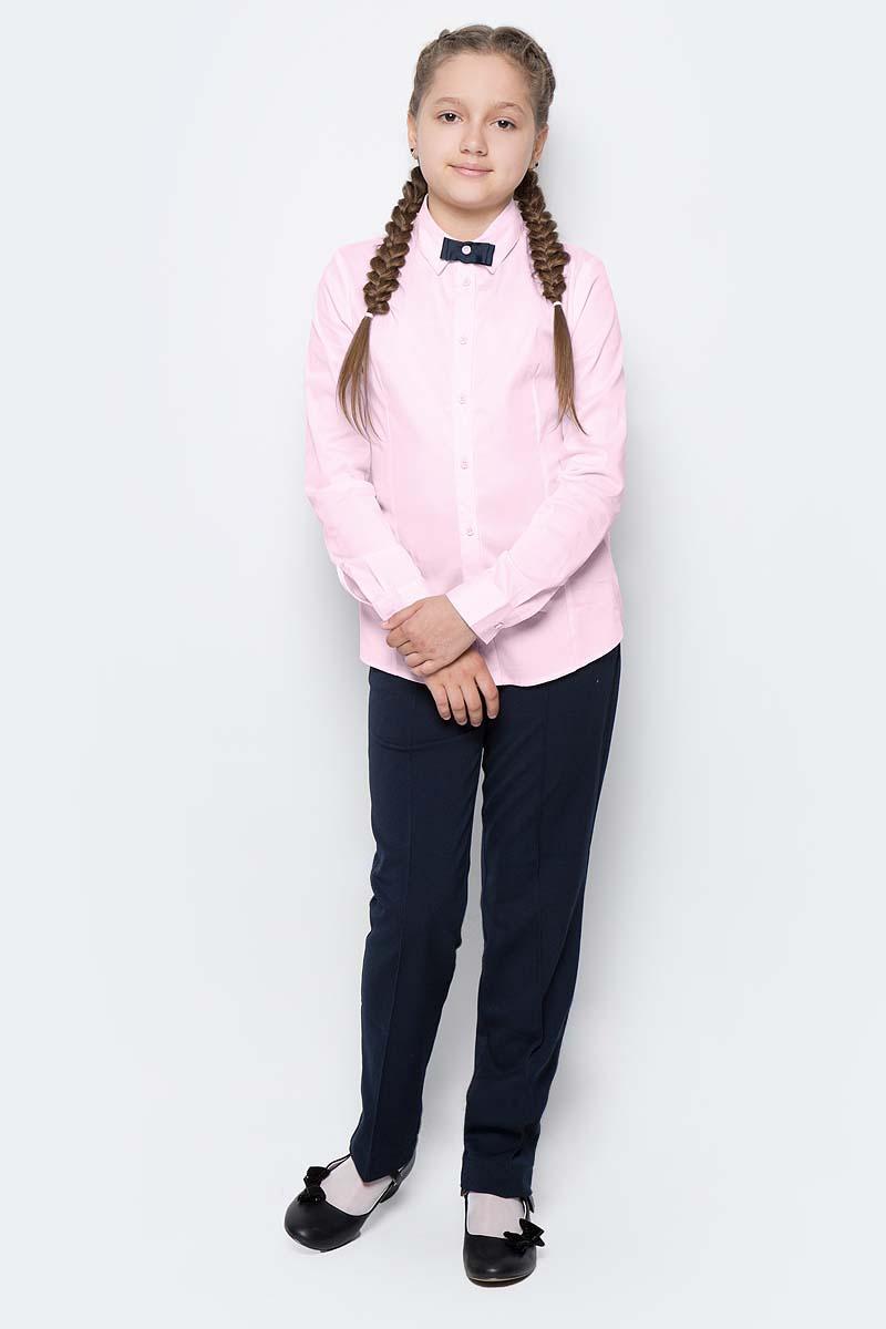 Блузка для девочки Button Blue, цвет: розовый. 217BBGS22041200. Размер 140, 10 лет217BBGS22041200Блузки для школы купить не сложно, но выбрать модель, сочетающую прекрасный состав, элегантный дизайн, привлекательную цену, не так уж и легко. Купить красивую школьную блузку для девочки недорого возможно, если это блузка от Button Blue! Белая школьная блузка с бантиком понадобится 1 сентября как никогда, придав образу торжественность и элегантность. Блузка изготовлена из качественной смесовой ткани. Модель с длинными рукавами и отложным воротником застегивается на пуговицы.