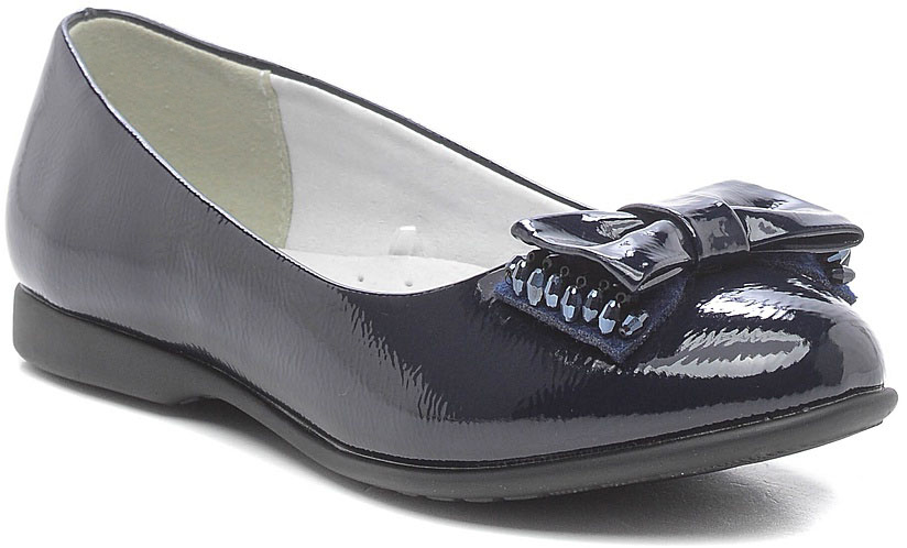 Туфли для девочки Зебра, цвет: темно-синий. 11148-5. Размер 3511148-5Стильные туфли для девочки Зебра гарантируют здоровое и правильное развитие ног ребенка.Модель выполнена из лакированной искусственной кожи и оформлена бантиком с декоративными элементами. Внутренняя отделка выполнена из натуральной кожи. Туфли имеют внутреннюю форму, которая соответствует анатомическому строению стопы ребенка, что гарантирует комфортное положение ноги и обеспечивает условия, необходимые для ее роста и нормального функционирования. Формованный жесткий задник, плотно охватывающий пятку, обеспечивает правильную установку стопы внутри туфель, предотвращая развитие деформаций.Стелька с супинатором, изготовленная из натуральной кожи, учитывает анатомические особенности строения детской стопы, обеспечивает им наилучшую защиту и профилактику от развития плоскостопия, гарантирует ногам ребенка ощущение комфорта и легкости при ходьбе, уменьшает усталость мышц и связок.Рифленая подошва туфель из легкого полимерного термопластичного материала обладает высокой прочностью, гибкостью, надежным сцеплением с различными покрытиями, не пачкает полы и оставляет следов и полос.
