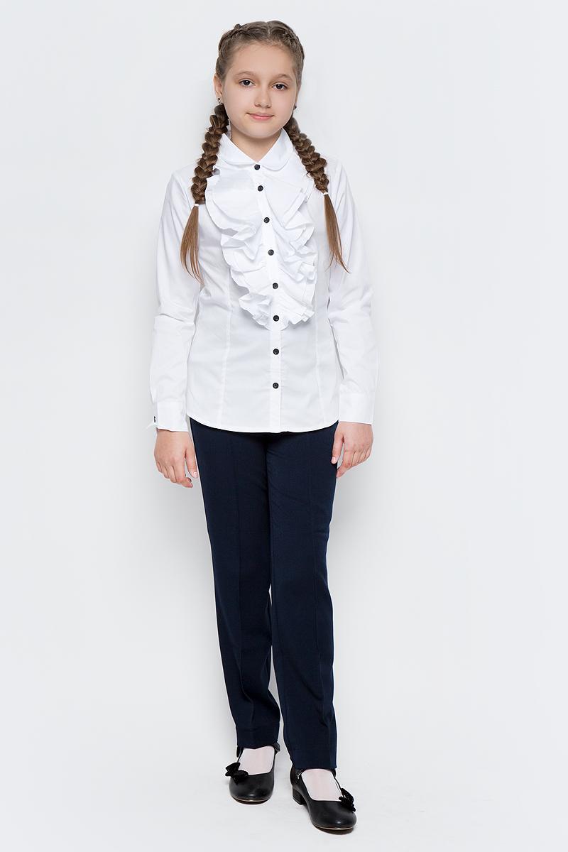 Блузка для девочки Gulliver, цвет: белый. 217GSGC2203. Размер 152217GSGC2203Какими должны быть красивые блузки для девочек: блузка с жабо, с бантом, с рюшей или лаконичный строгий вариант без яркой отделки? Школьные блузки могут быть разными! Блузка от Gulliver хороша и для каждого дня, и для торжественных школьных мероприятий. Прекрасная ткань, красивая форма, элегантное оформление крупными пышными рюшами делают блузку интересной и привлекательной. Купить детскую блузку стоит в преддверии учебного года, ведь 1 сентября эта модель понадобится как никогда. Она подчеркнет торжественность момента, сделав образ школьницы нарядным, элегантным, изысканным.