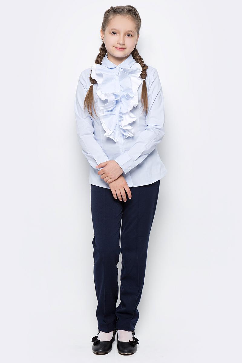 Блузка для девочки Gulliver, цвет: голубой. 217GSGC2204. Размер 128217GSGC2204Какими должны быть красивые блузки для девочек: блузка с жабо, с бантом, с рюшей или лаконичный строгий вариант без яркой отделки? Школьные блузки могут быть разными! Нарядная блузка от Gulliver в полоску хороша и для каждого дня, и для торжественных школьных мероприятий. Прекрасная ткань, красивая форма, элегантное оформление крупными пышными рюшами делают блузку интересной и привлекательной. Купить детскую блузку стоит в преддверии учебного года, ведь 1 сентября эта модель понадобится как никогда. Она подчеркнет торжественность момента, сделав образ школьницы нарядным, элегантным, изысканным.