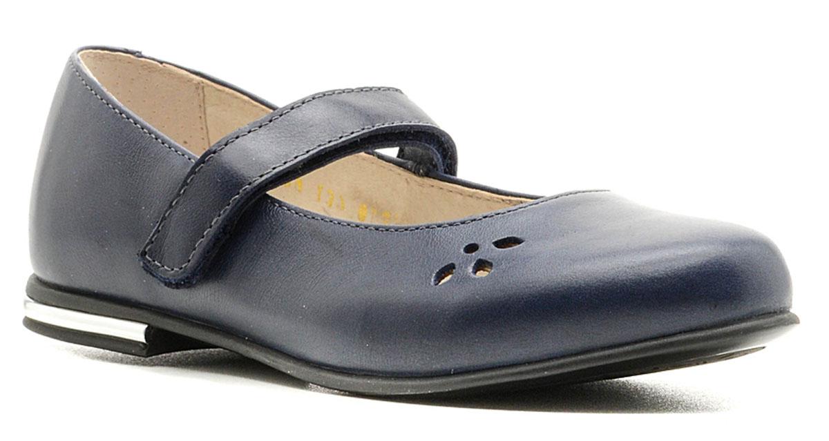 Туфли для девочки Зебра, цвет: темно-синий. 11168-5. Размер 3511168-5Классические туфли Зебра придутся по душе маленькой принцессе! Модель изготовлена из натуральной кожи. Кожаная подкладка и стелька из ЭВА с верхней поверхностью из натуральной кожи гарантируют комфорт и удобство, а также предотвратят натирание.Модель оснащена ремешком с застежкой-липучкой, который отвечает за надежную фиксацию на ноге. Небольшой каблучок оформлен вставкой из пластика, стилизованной под металл. Подошва с рифлением обеспечивает идеальное сцепление с любыми поверхностями. Мыс изделия украшен перфорированным рисунком. Такие туфли займут достойное место в гардеробе каждой девочки!
