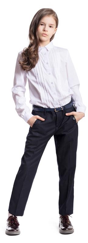 Брюки для девочки Scool, цвет: темно-синий. 374436. Размер 134, 9 лет374436Стильные брюки для девочки Scool изготовлены из полиэстера и вискозы. При конструировании этой модели учитывались все детские физиологические особенности.Брюки со стрелками застегиваются спереди на пуговицу, а также имеют ширинку на застежке-молнии. На поясе предусмотрены шлевки для ремня. Регулировка в поясе на эластичной тесьме с пуговицами обеспечит идеальную посадку по фигуре. Спереди расположены два втачных кармана на пуговицах.
