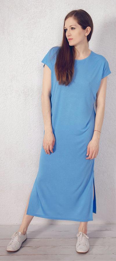 Платье домашнее Marusя, цвет: голубой. 171221. Размер 52171221Домашнее платье Marusя изготовлено из натурального вискозного материала. Изделие длины макси свободного кроя с короткими рукавами. По бокам модель дополнена разрезами.