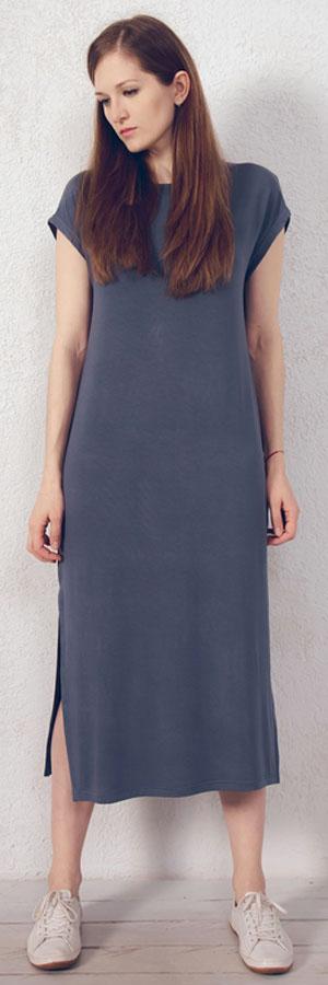 Платье домашнее Marusя, цвет: серый. 171221. Размер 46171221Домашнее платье Marusя изготовлено из натурального вискозного материала. Изделие длины макси свободного кроя с короткими рукавами. По бокам модель дополнена разрезами.