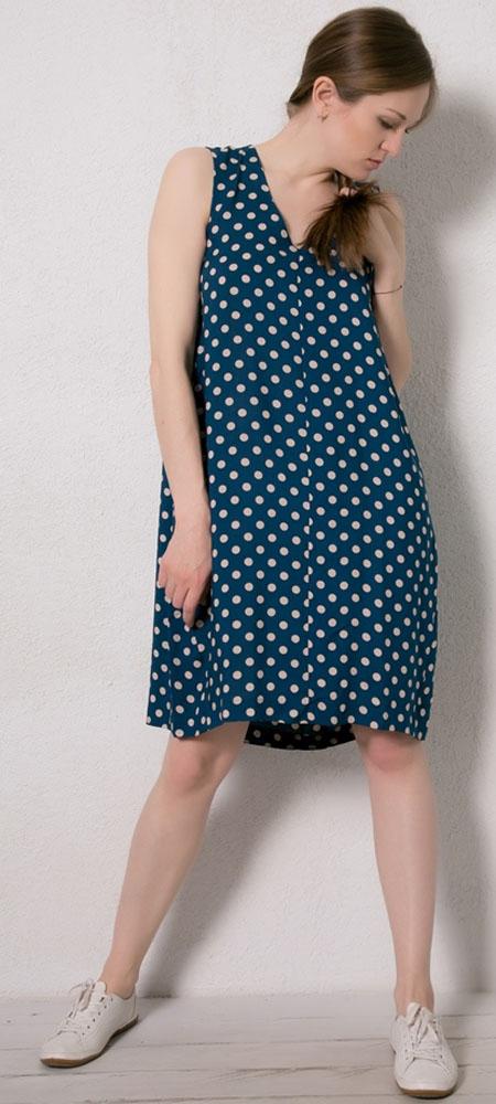 Платье домашнее Marusя, цвет: синий, горох. 171227. Размер 50171227Домашнее платье Marusя изготовлено из натурального вискозного материала. Изделие длины миди свободного кроя без рукавов.