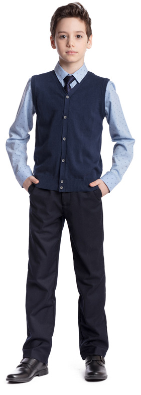 Рубашка для мальчика Scool, цвет: голубой, черный. 373436. Размер 134, 9 лет373436Рубашка для мальчика Scool изготовлена из хлопка и полиэстера. Лекало этой модели полностью повторяет лекало модели для взрослого мужчины. Рубашка с отложным воротником и длинными рукавами застегивается на пуговицы. На груди расположен накладной карман. На рукавах предусмотрены манжеты с застежками-пуговицами. Модель хорошо сочетается с костюмом в деловом стиле и джинсами.