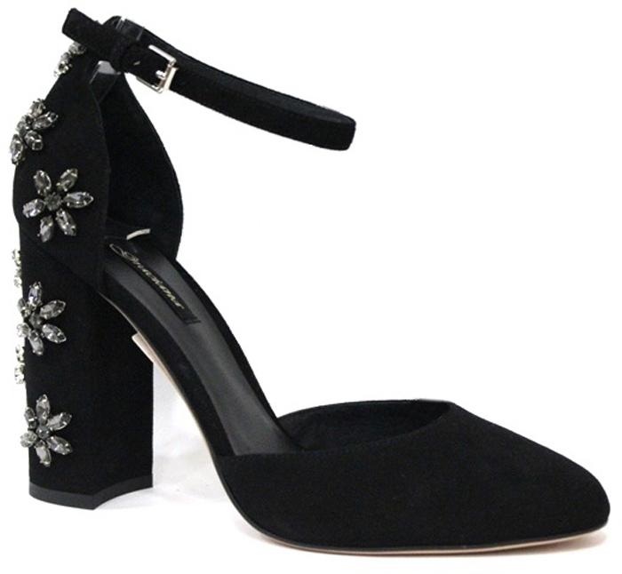 Туфли женские Graciana, цвет: черный. A1692-17-1. Размер 39A1692-17-1Женские туфли от Graciana на устойчивом каблуке выполнены из натуральной замши. Мысок заостренной формы придает модели изящества. Туфли фиксируются на ноге с помощью тонкого ремешка вокруг щиколотки. Пятка и каблук оформлены декоративными элементами в виде цветов из стеклянных бусин. Подкладка, изготовленная из натуральной кожи, обладает хорошей влаговпитываемостью и естественной воздухопроницаемостью. Стелька из натуральной кожи гарантирует комфорт и удобство стопам. Подошва из резины обеспечивает хорошую амортизацию и сцепление с любой поверхностью. Модные туфли помогут создать эффектный и незабываемый образ.