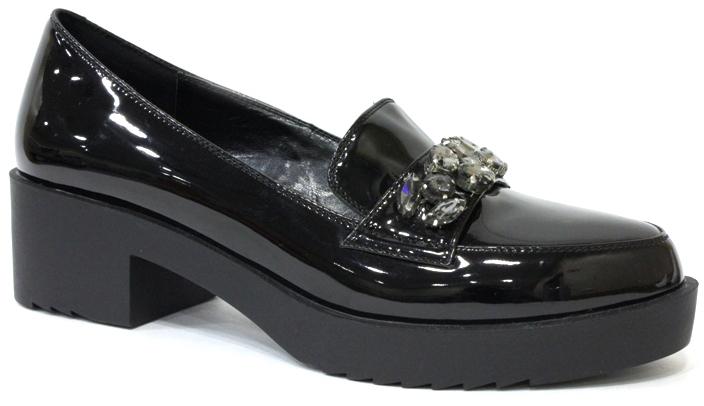 Туфли женские LK Collection, цвет: черный. SP-EA1201-2. Размер 38SP-EA1201-2Модные женские туфли от LK Collection, выполненные из натуральной лакированной кожи и полиуретана, на подъеме декорированы стразами. Стелька выполнена из натуральной кожи. Подошва с рифлением гарантирует отличное сцепление с различными поверхностями. Модные туфли покорят вас своим оригинальным дизайном и удобством.