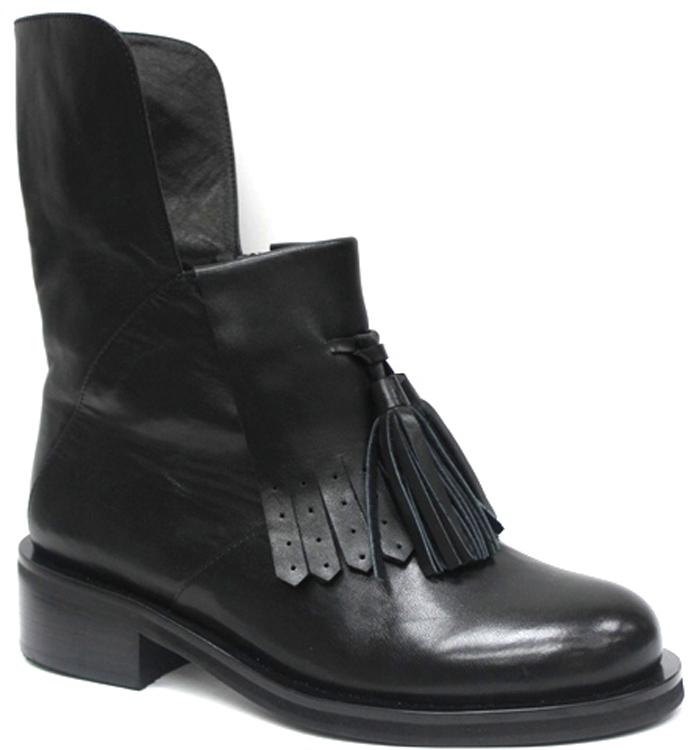 Ботинки женские Graciana, цвет: черный. W2600-P07-1. Размер 40W2600-P07-1Оригинальные ботинки от Graciana заинтересуют вас своим дизайном с первого взгляда! Модель выполнена из натуральной кожи. Подъем оформлен декоративным элементом из кожи и дополнен кисточкой. Стелька, выполненная из кожи, обеспечит ногам комфорт. Невысокий каблук и подошва с рельефным протектором обеспечивают отличное сцепление на любой поверхности. Модные ботинки покорят вас своим оригинальным дизайном и удобством!