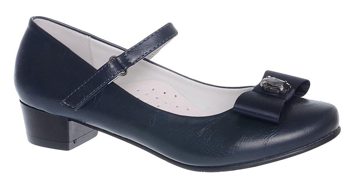 Туфли для девочки Болеро, цвет: темно-синий. D13349A. Размер 34D13349AОчаровательные туфли для девочки Болеро станут неотъемлемой частью повседневной жизни юной модницы.Модель выполнена из высококачественной искусственной кожи и оформлена бантиком с декоративным элементом. Внутренняя отделка выполнена из натуральной кожи. Удобная застежка-липучка быстро и надежно фиксирует обувь на ноге ребенка, а формованный задник обеспечивает правильную установку стопы внутри туфель, предотвращая развитие деформаций.Стелька с супинатором, изготовленная из натуральной кожи, учитывает анатомические особенности строения детской стопы, обеспечивает профилактику от развития плоскостопия и гарантирует ногам ребенка ощущение комфорта и легкости при ходьбе.Рифленая подошва с каблучком из легкого полимерного термопластичного материала обладает высокой прочностью и гибкостью и обеспечивает надежное сцепление с различными поверхностями.