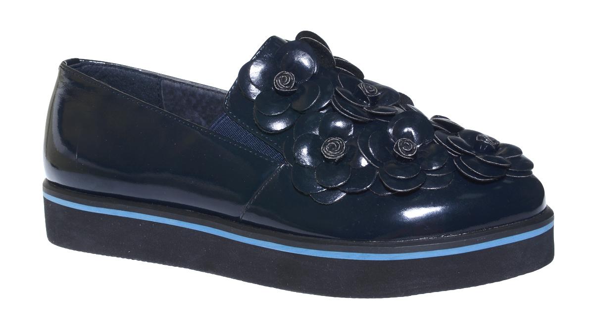Туфли для девочки Болеро, цвет: темно-синий. D13399. Размер 37D13399Очаровательные туфли для девочки Болеро станут неотъемлемой частью повседневной жизни юной модницы.Модель выполнена из искусственной лакированной кожи и оформлена объемными цветами. Внутренняя отделка выполнена из натуральной кожи. Небольшие резинки на подъеме надежно фиксируют обувь на ноге ребенка, а формованный задник обеспечивает правильную установку стопы внутри туфель, предотвращая развитие деформаций.Стелька с супинатором, изготовленная из натуральной кожи, учитывает анатомические особенности строения детской стопы, обеспечивает профилактику от развития плоскостопия и гарантирует ногам ребенка ощущение комфорта и легкости при ходьбе.Толстая рифленая подошва из легкого полимерного термопластичного материала обладает высокой прочностью и гибкостью и обеспечивает надежное сцепление с различными поверхностями.